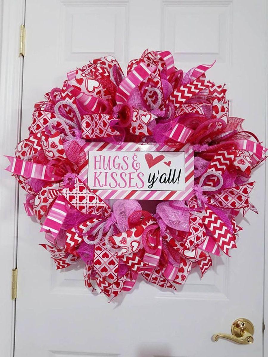 Fabulous Valentine Wreath Design Ideas FOr Your Front Door Decor 06