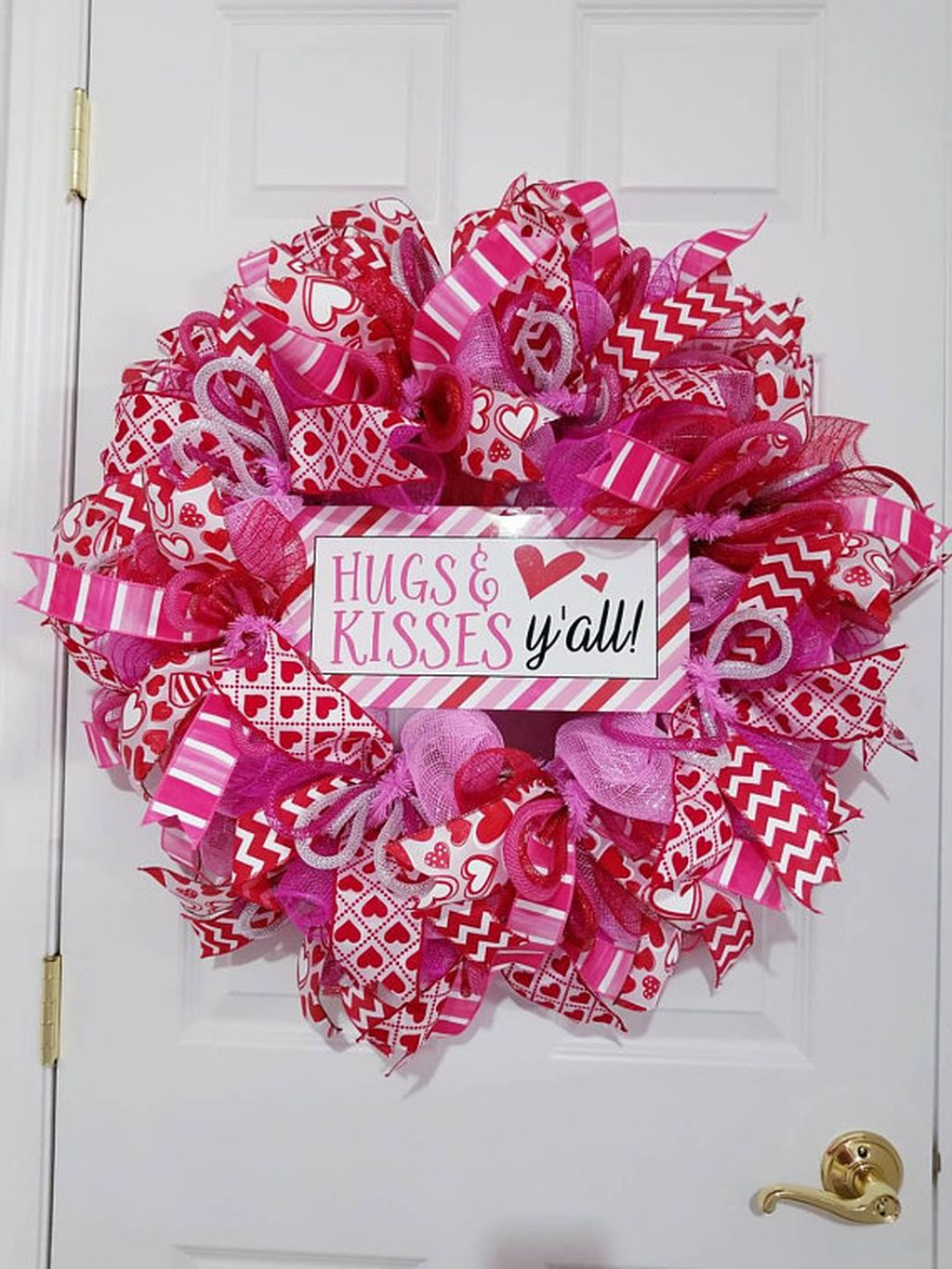 Fabulous Valentine Wreath Design Ideas FOr Your Front Door Decor 06