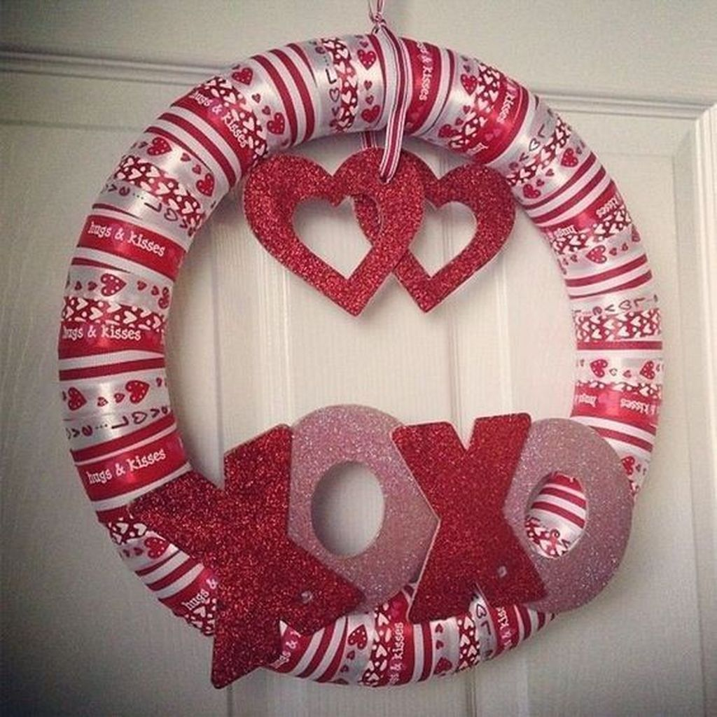 Fabulous Valentine Wreath Design Ideas FOr Your Front Door Decor 08