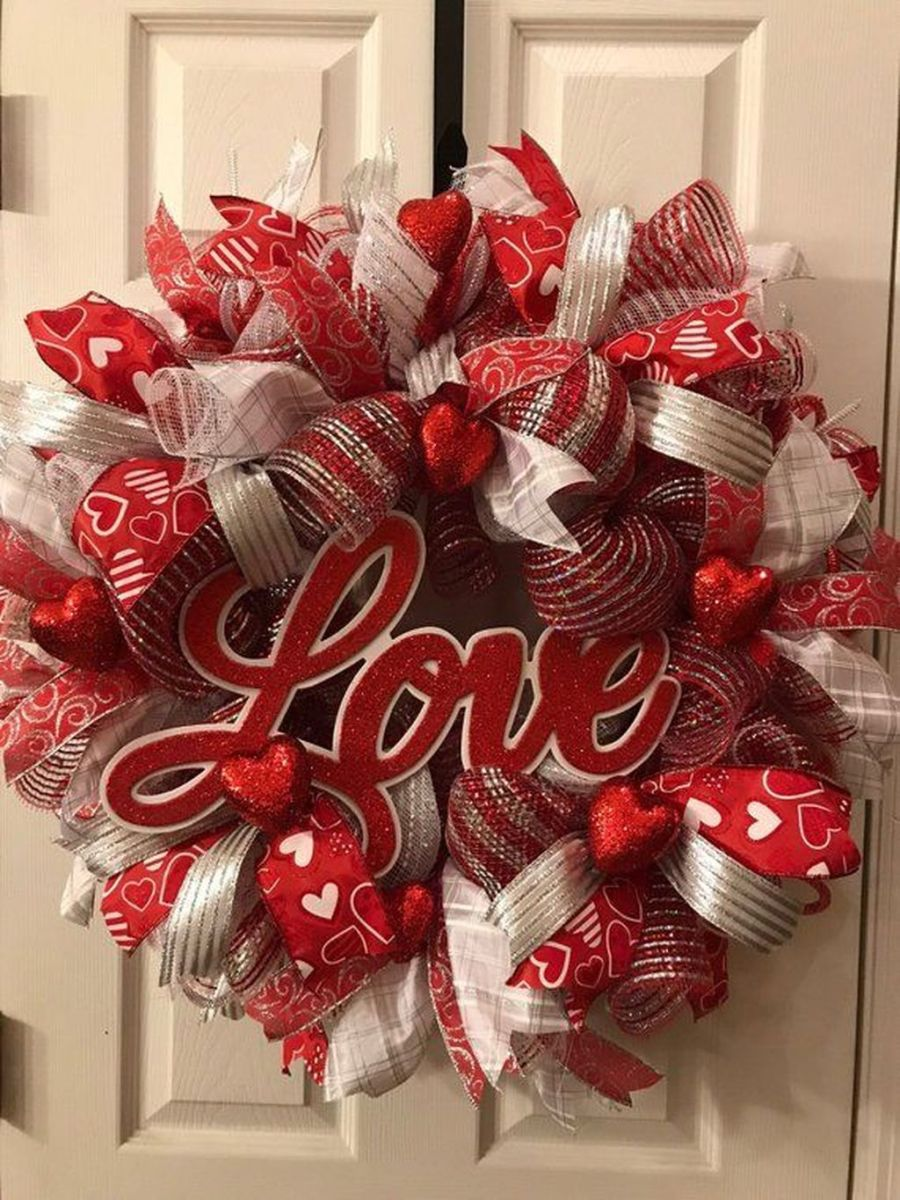 Fabulous Valentine Wreath Design Ideas FOr Your Front Door Decor 11