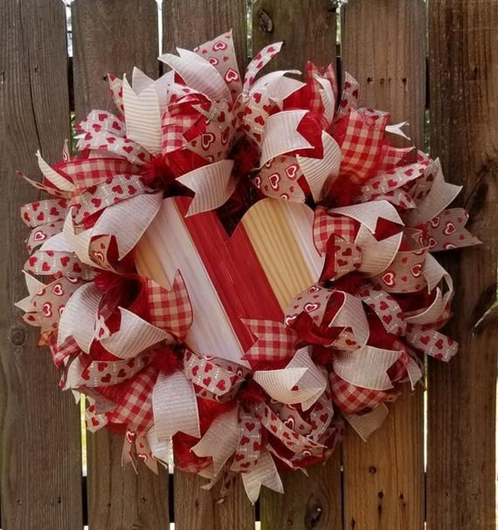 Fabulous Valentine Wreath Design Ideas FOr Your Front Door Decor 12