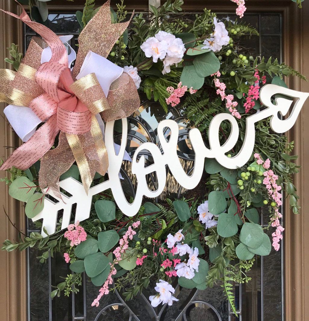 Fabulous Valentine Wreath Design Ideas FOr Your Front Door Decor 15