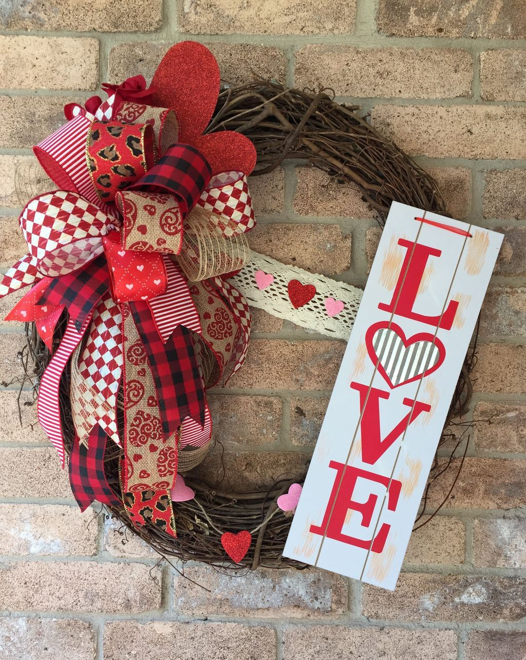 Fabulous Valentine Wreath Design Ideas FOr Your Front Door Decor 22