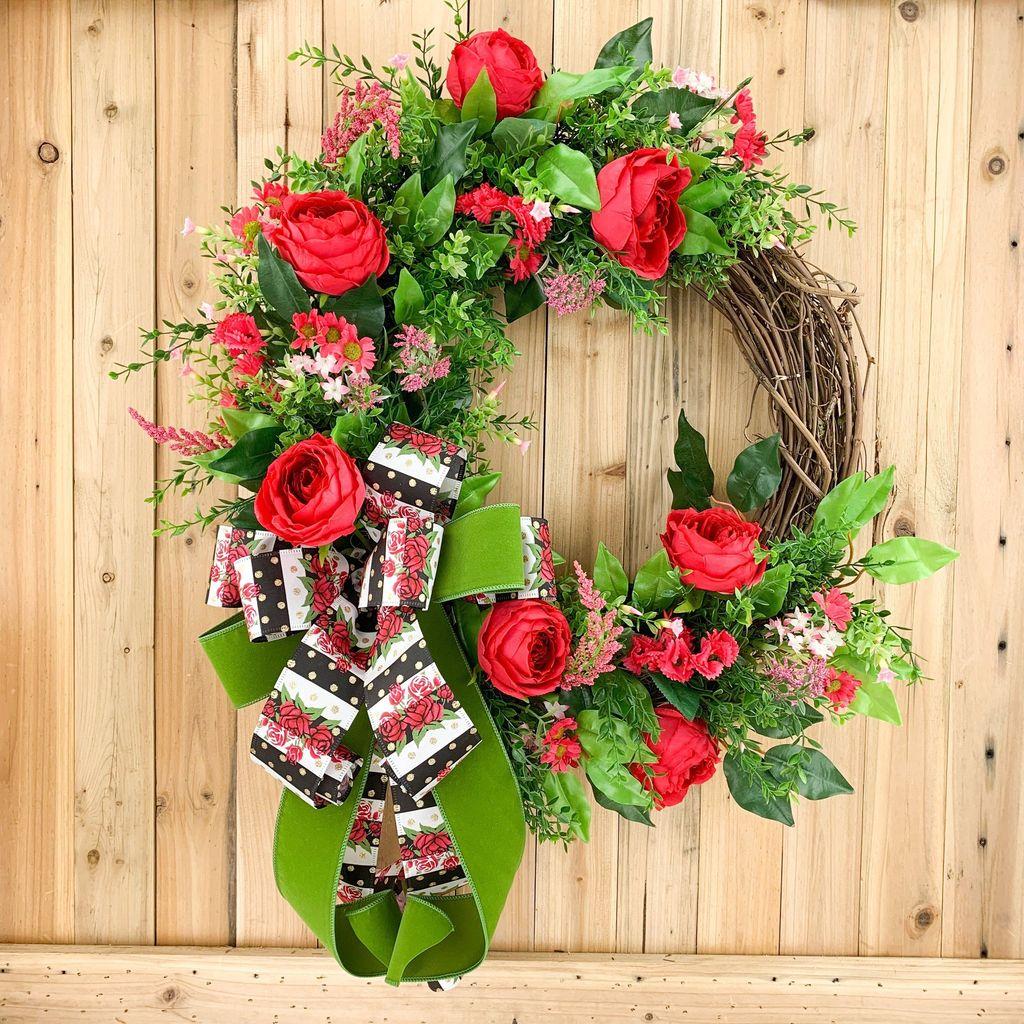Fabulous Valentine Wreath Design Ideas FOr Your Front Door Decor 25