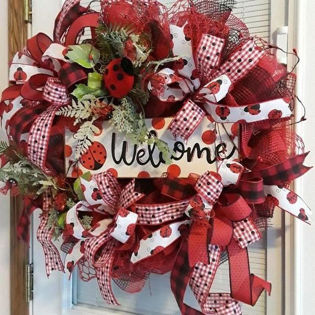 Fabulous Valentine Wreath Design Ideas FOr Your Front Door Decor 26