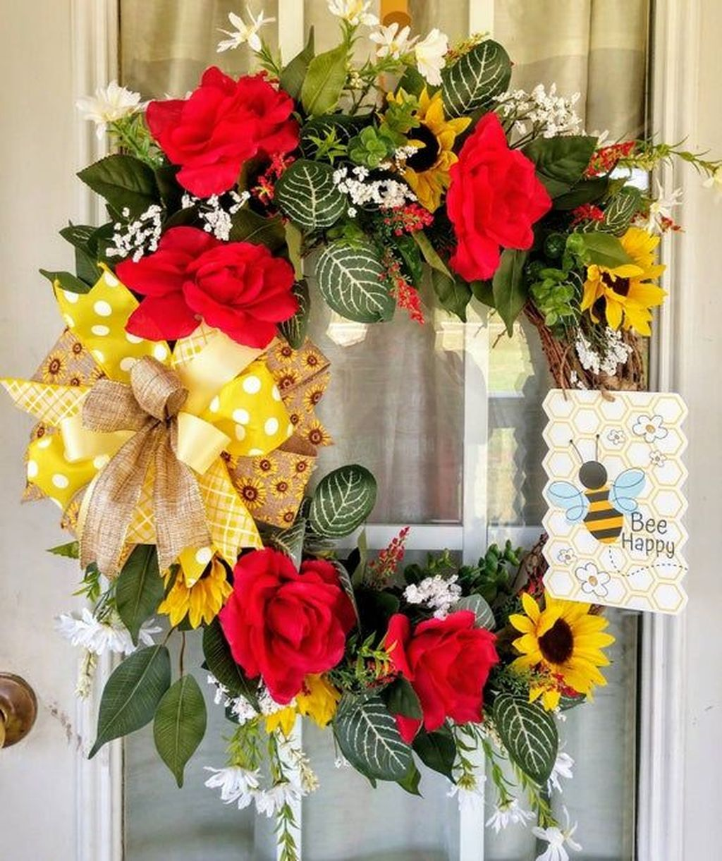 Fabulous Valentine Wreath Design Ideas FOr Your Front Door Decor 27