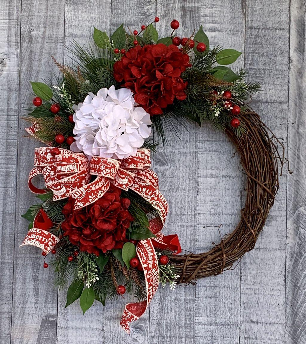 Fabulous Valentine Wreath Design Ideas FOr Your Front Door Decor 31