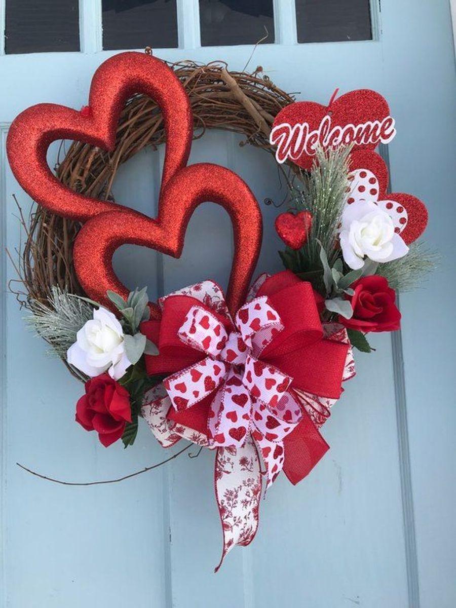 Fabulous Valentine Wreath Design Ideas FOr Your Front Door Decor 34