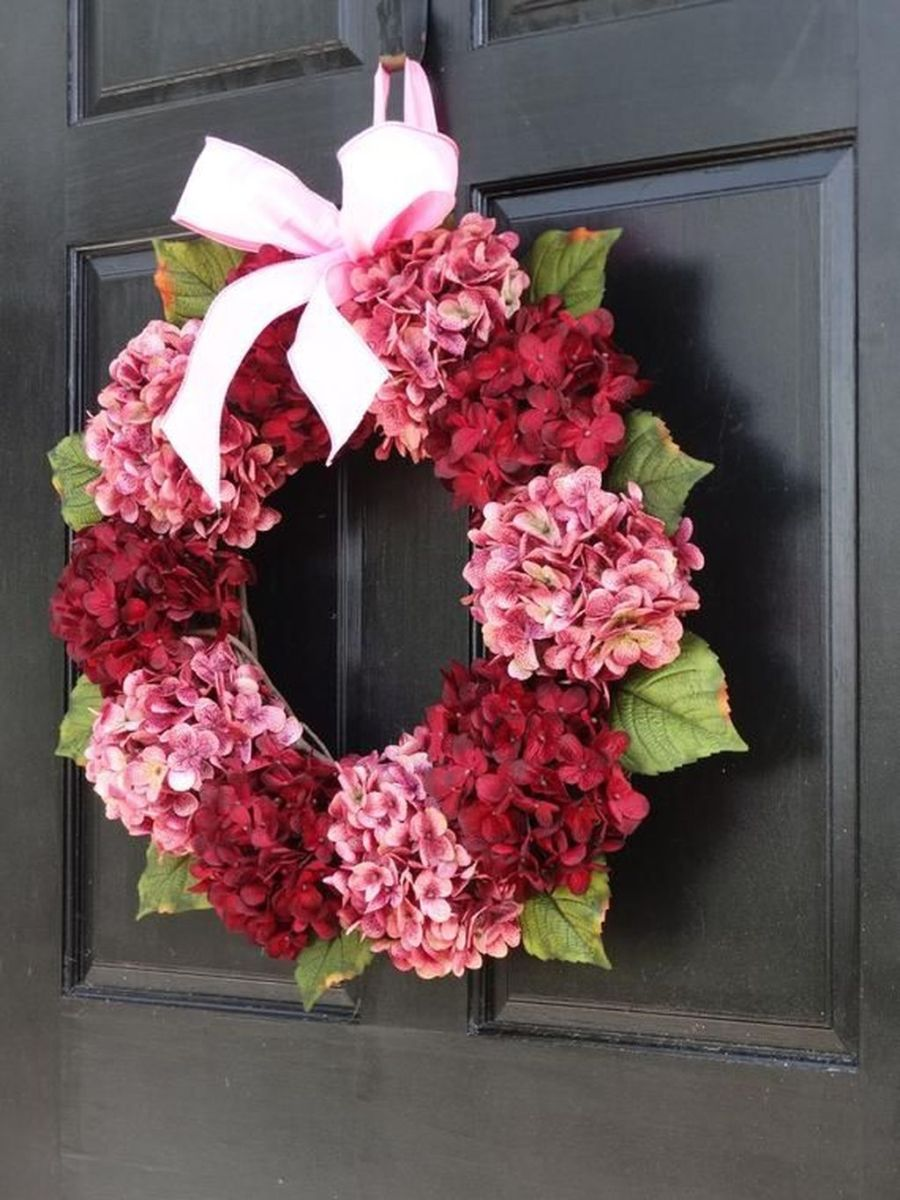 Fabulous Valentine Wreath Design Ideas FOr Your Front Door Decor 36