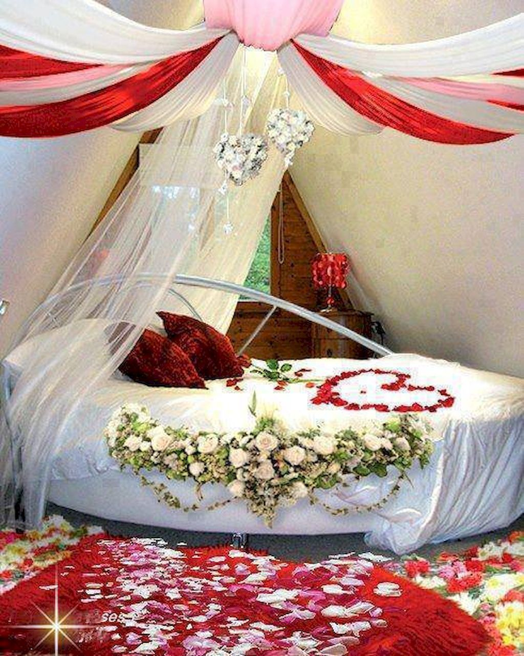 Gorgeous Romantic Valentine Bedroom Decoration Ideas 01