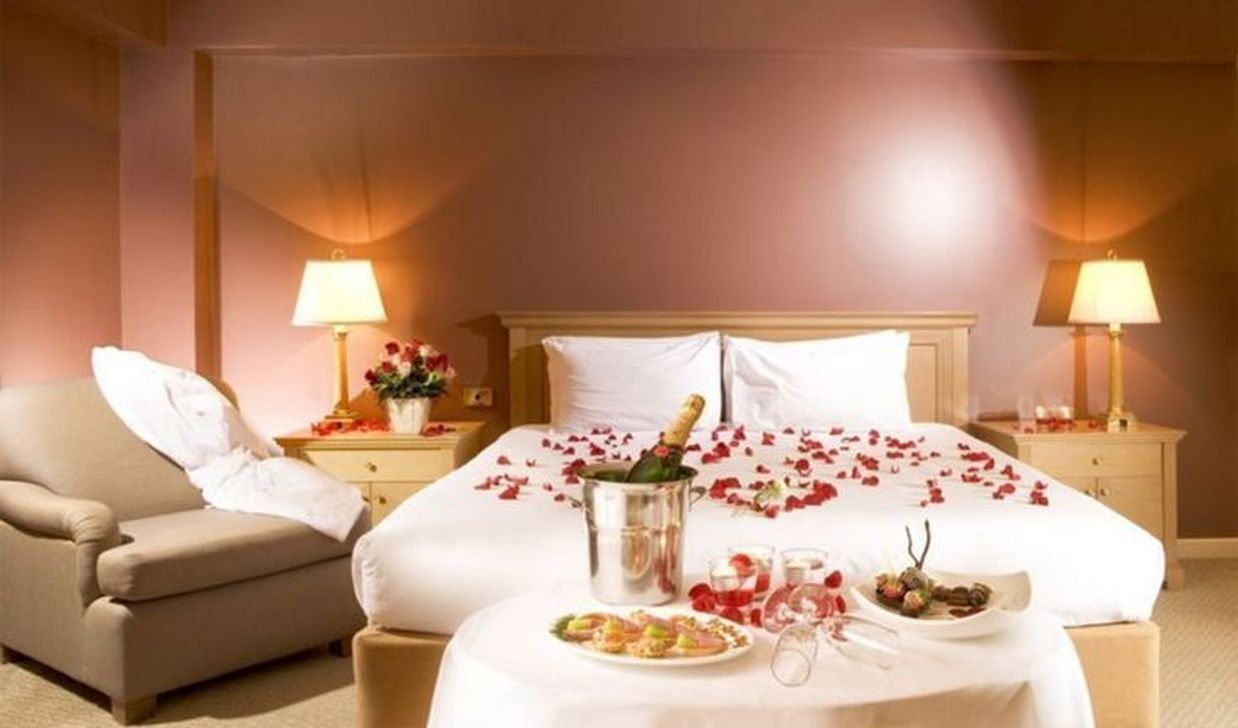 Gorgeous Romantic Valentine Bedroom Decoration Ideas 02
