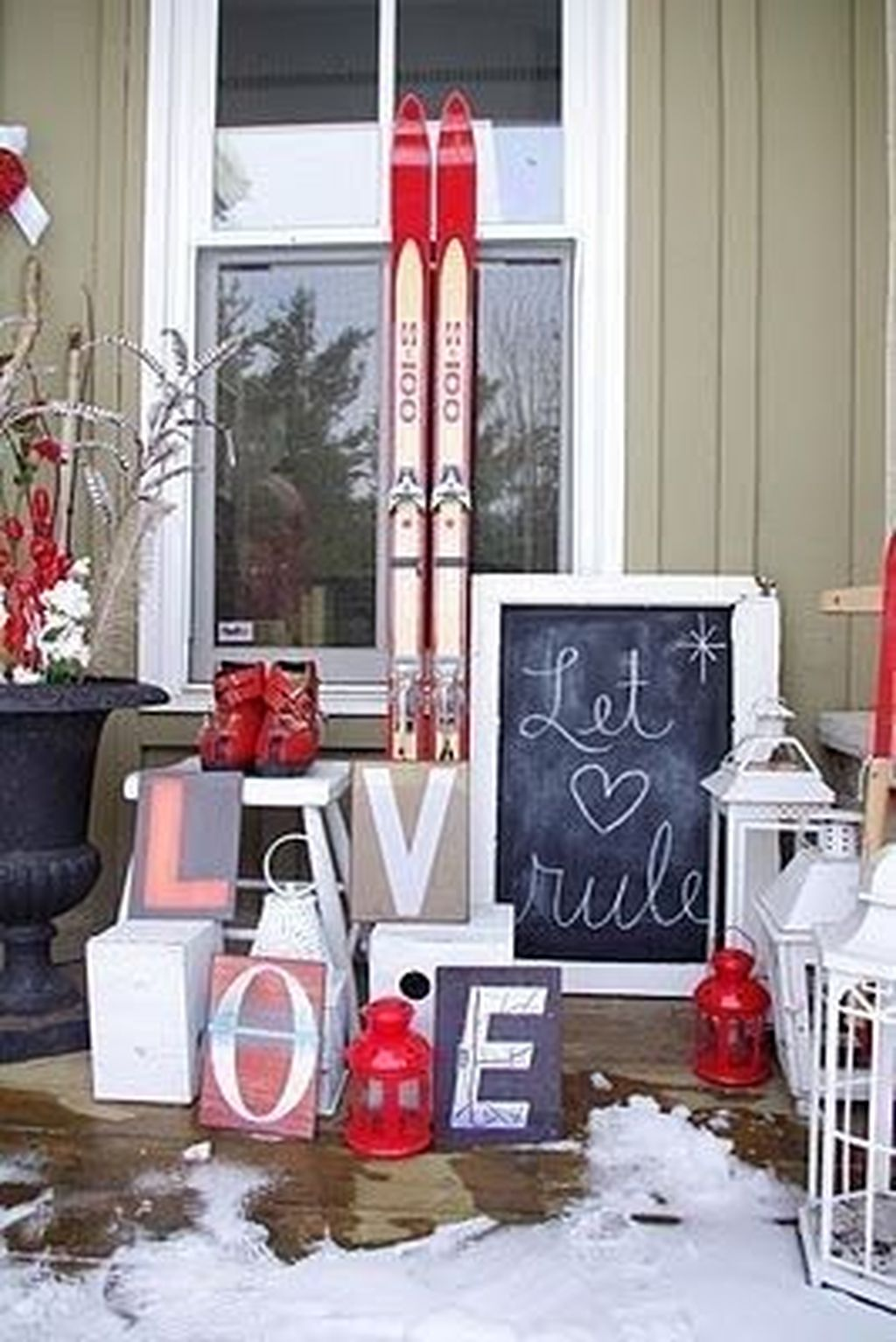 Inspiring Outdoor Valentine Decor Ideas That You Definitely Like 01
