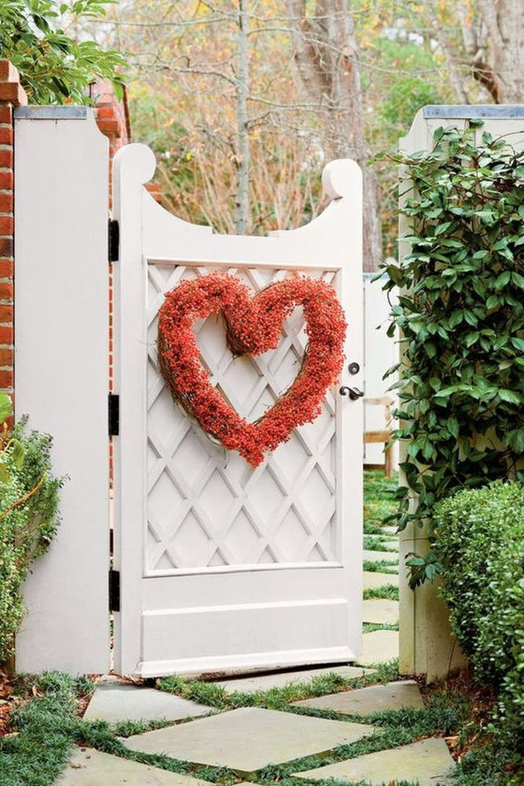 Inspiring Outdoor Valentine Decor Ideas That You Definitely Like 07