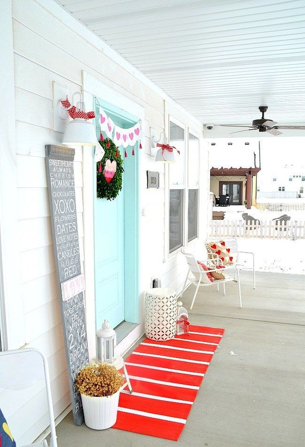 Inspiring Outdoor Valentine Decor Ideas That You Definitely Like 16
