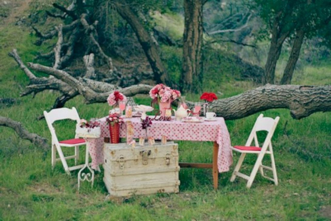 Inspiring Outdoor Valentine Decor Ideas That You Definitely Like 17