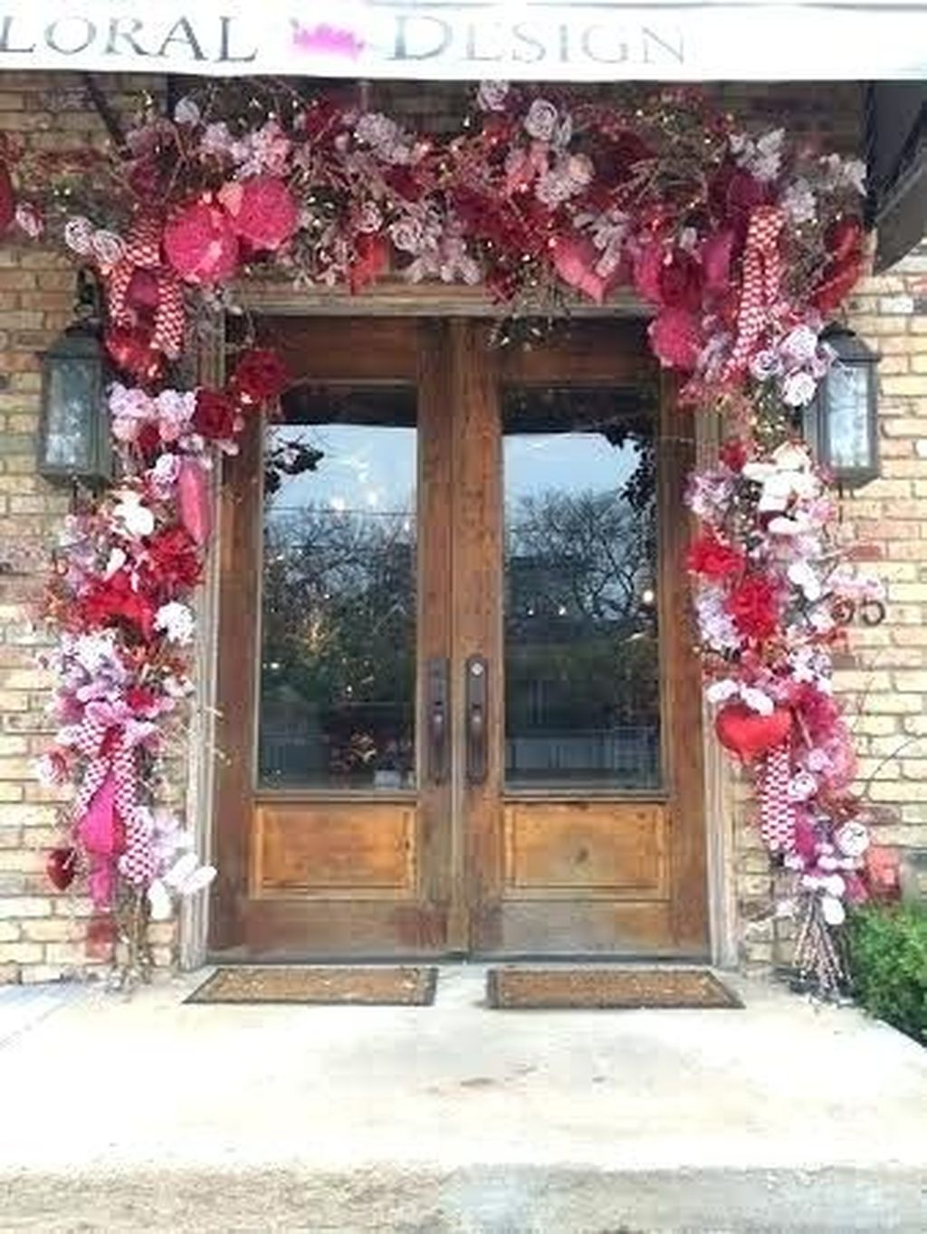 Inspiring Outdoor Valentine Decor Ideas That You Definitely Like 31