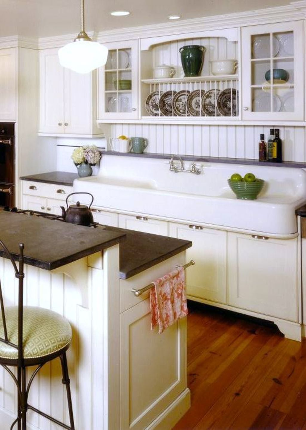Popular Traditional Kitchen Ideas With Farmhouse Style 36