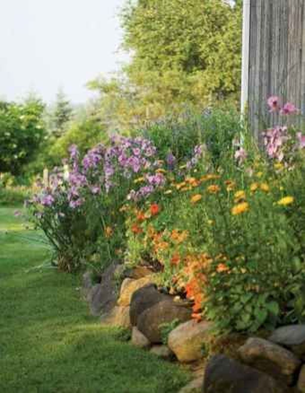 Beautiful Spring Backyard Landscape Ideas You Should Copy 15