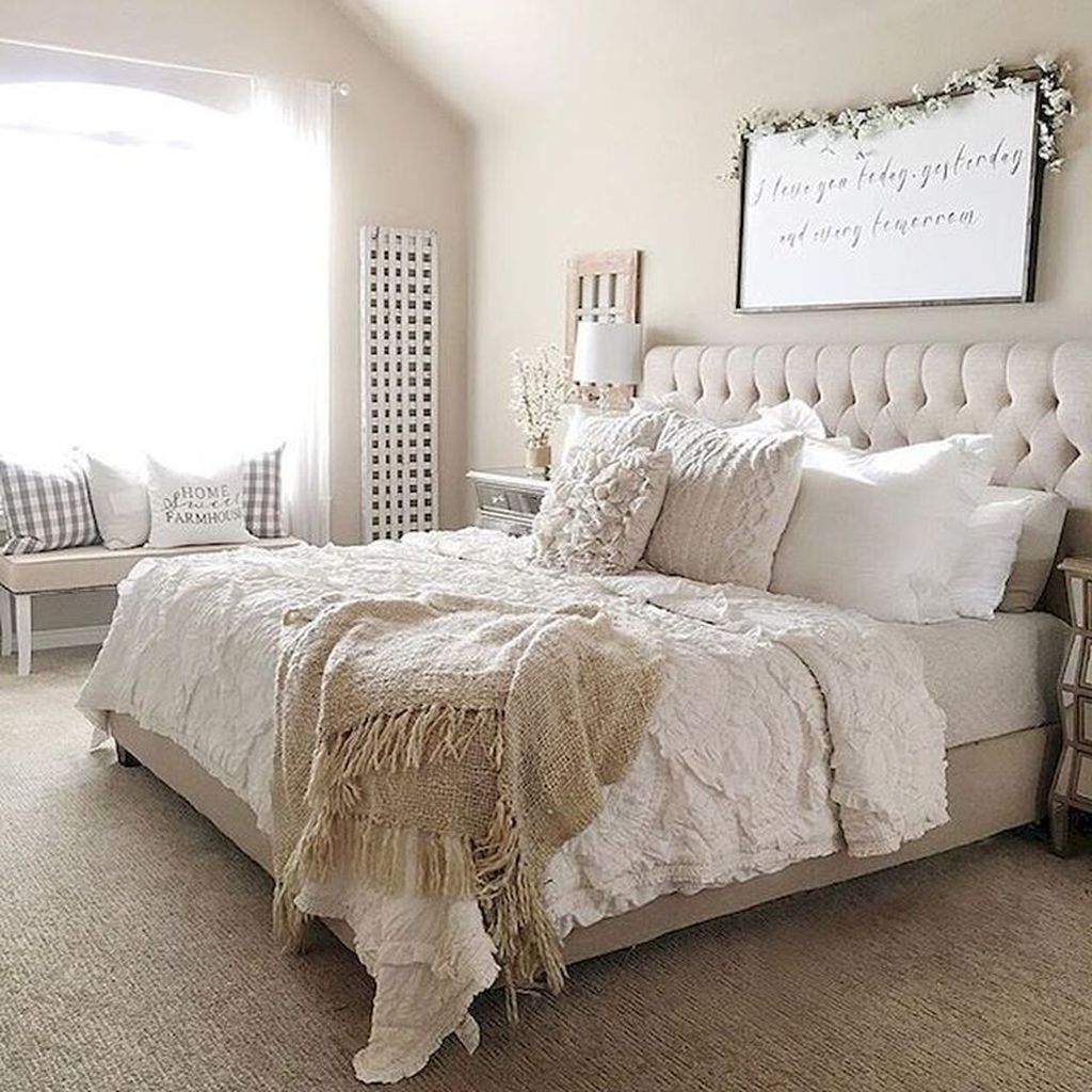 Beautiful White Master Bedroom Decorating Ideas 04