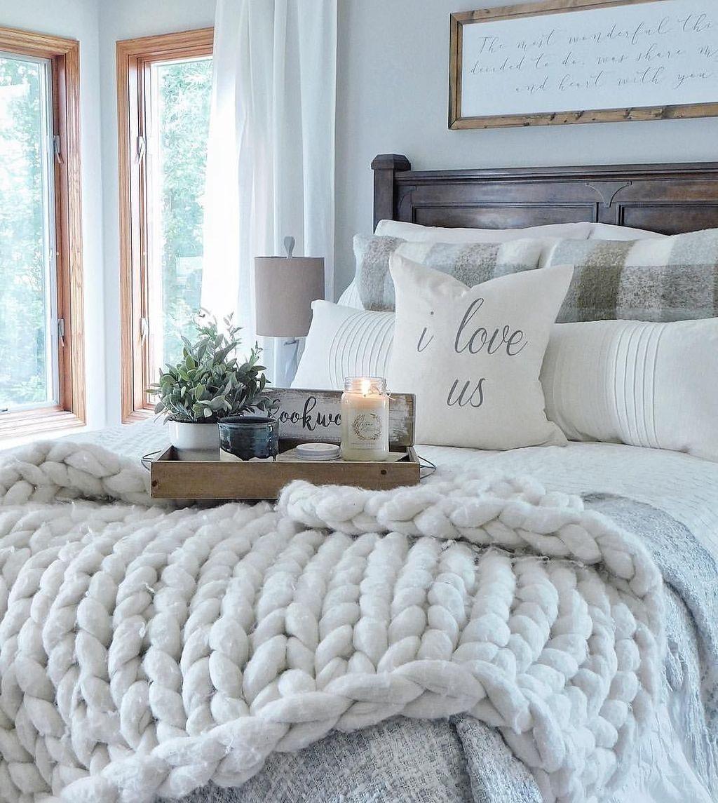 Beautiful White Master Bedroom Decorating Ideas 06