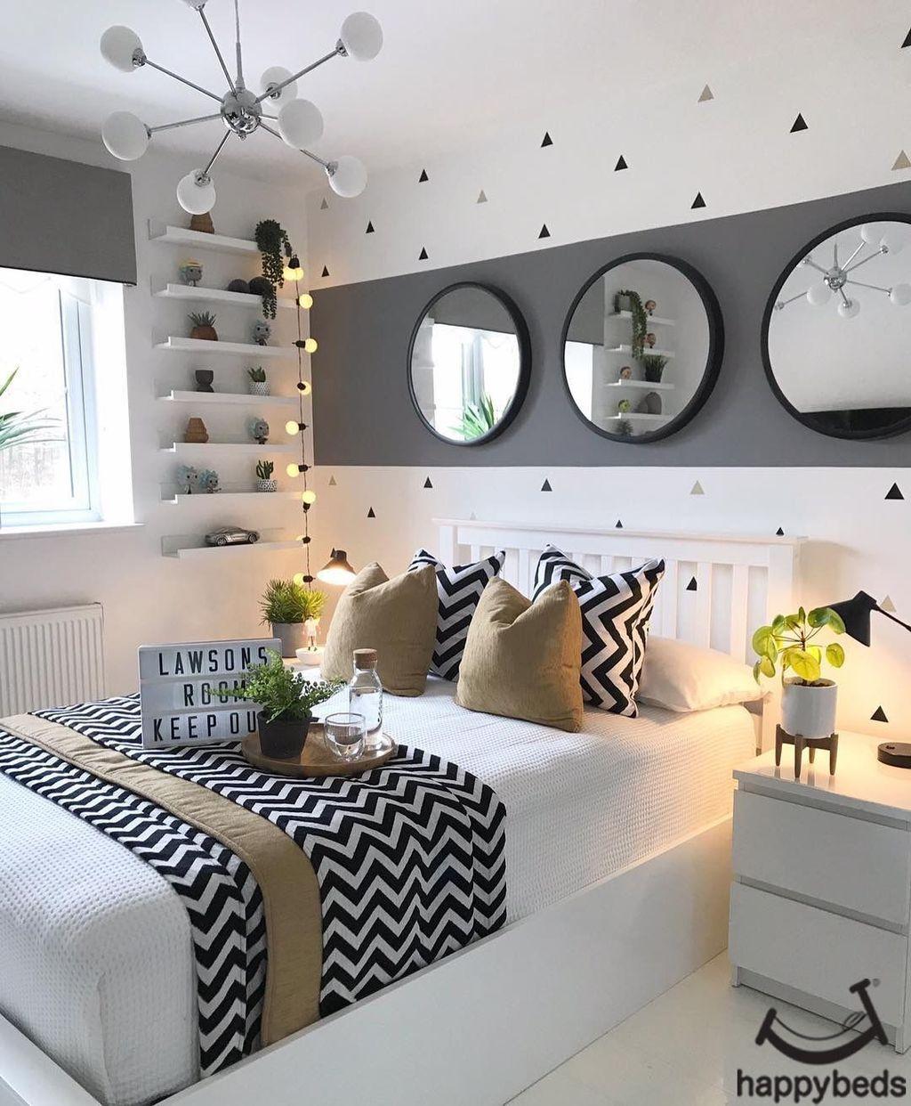 Beautiful White Master Bedroom Decorating Ideas 26