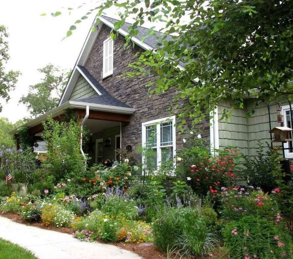 Fascinating Front Yard Cottage Garden Decor Ideas 10