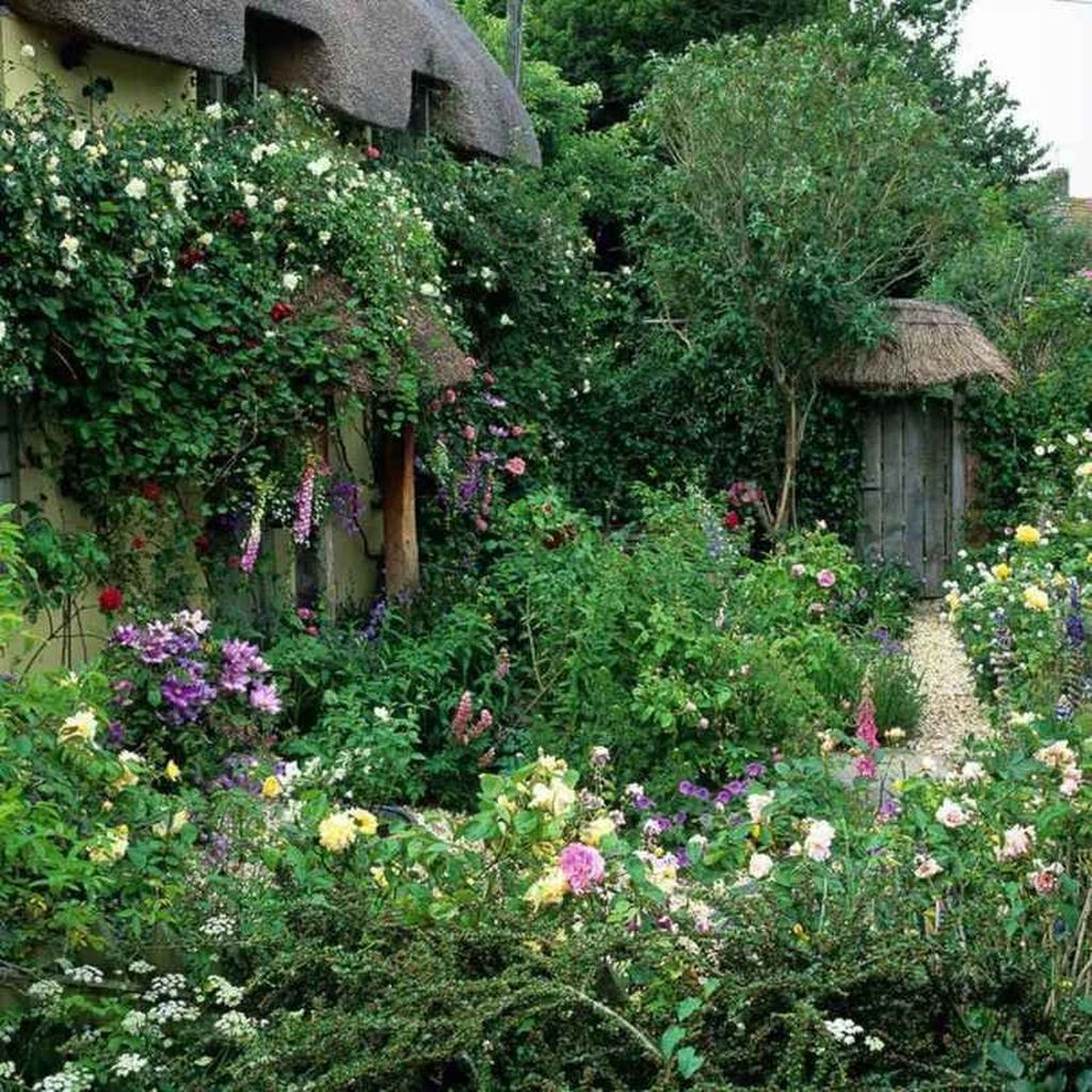 Fascinating Front Yard Cottage Garden Decor Ideas 13