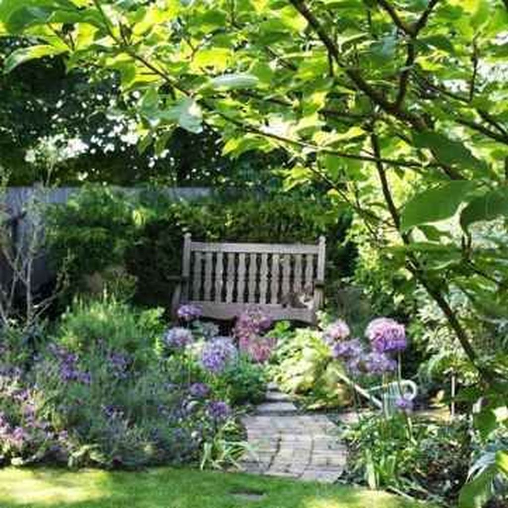 Fascinating Front Yard Cottage Garden Decor Ideas 23