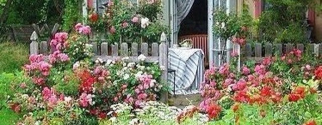 Fascinating Front Yard Cottage Garden Decor Ideas 25