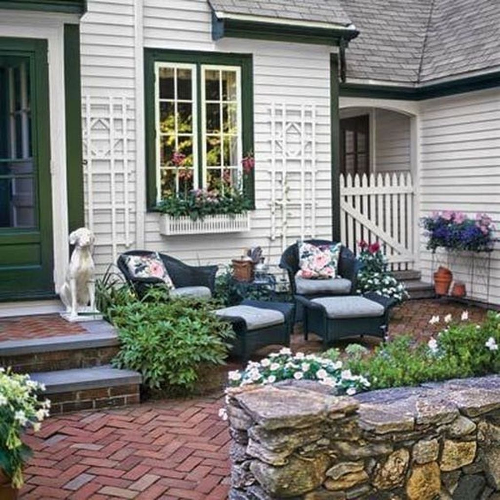 Fascinating Front Yard Cottage Garden Decor Ideas 27