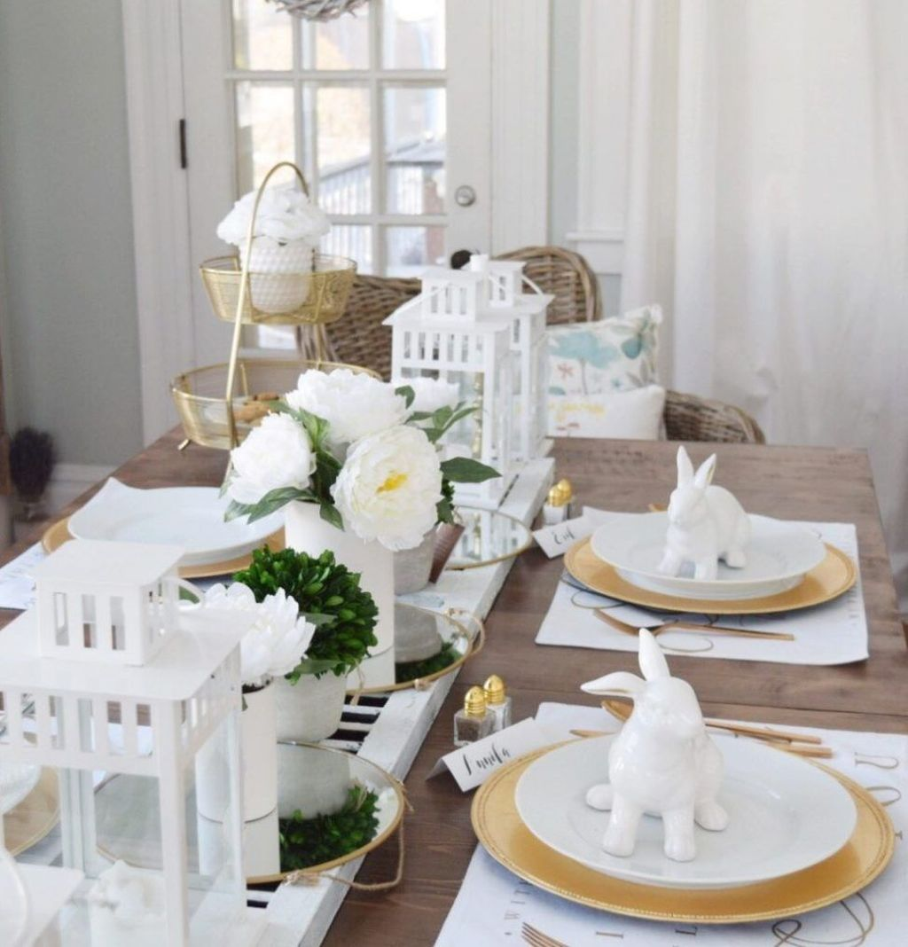 Gorgeous Spring Centerpieces Ideas For Dining Room Decor 19
