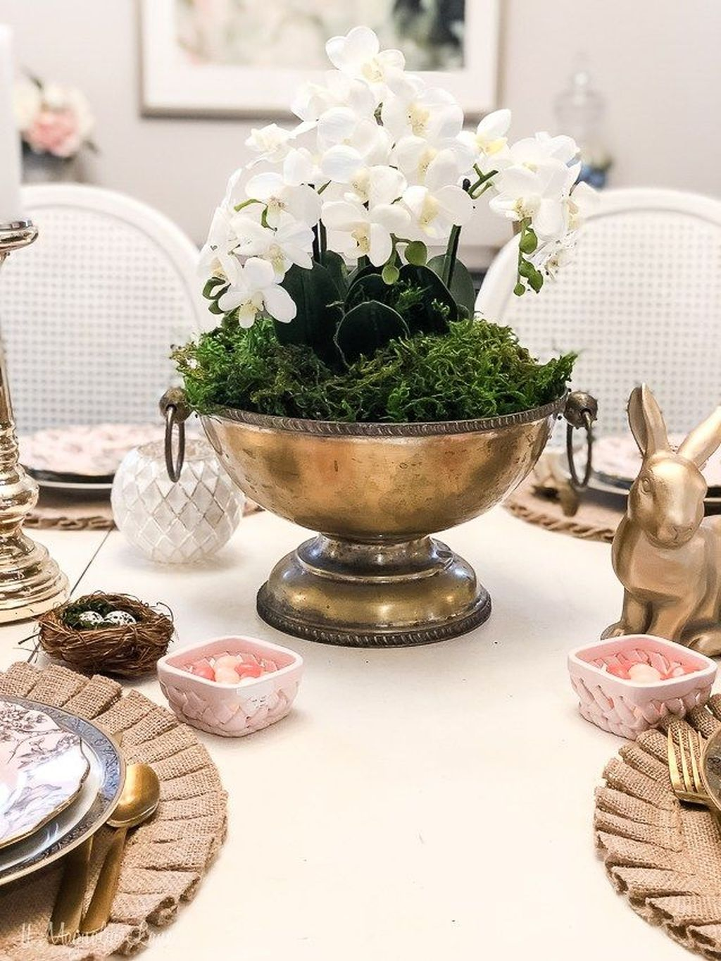 Gorgeous Spring Centerpieces Ideas For Dining Room Decor 20