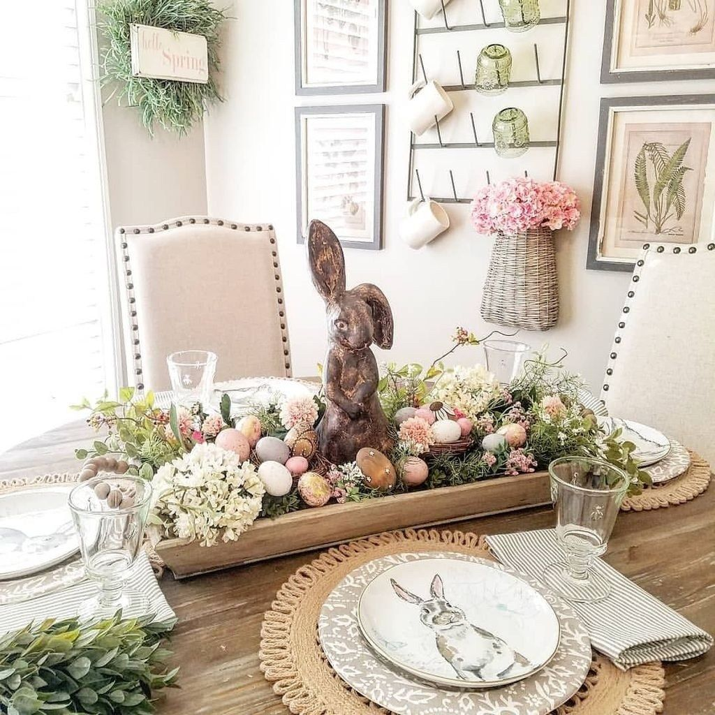 Gorgeous Spring Centerpieces Ideas For Dining Room Decor 26