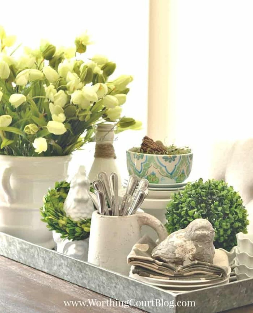 Gorgeous Spring Centerpieces Ideas For Dining Room Decor 33