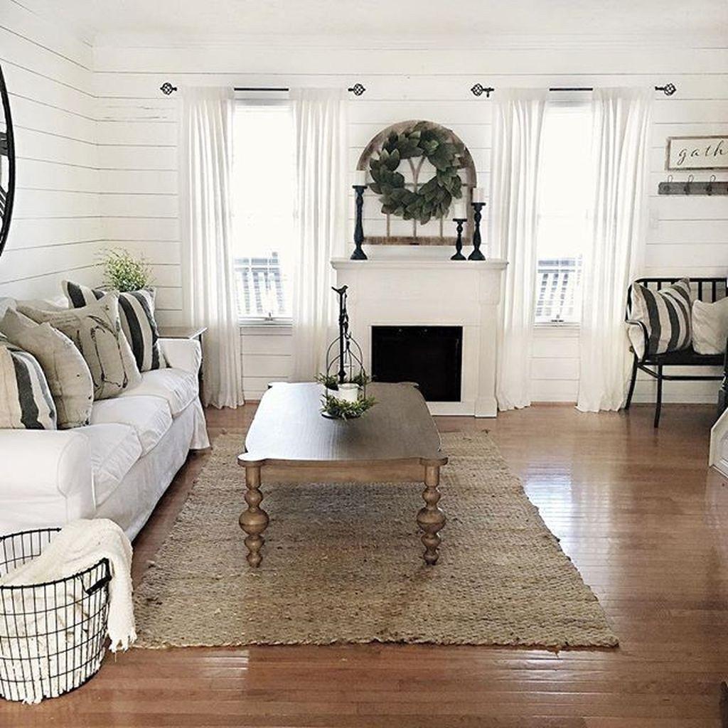Inspiring Beachy Farmhouse Living Room Decor Ideas 04