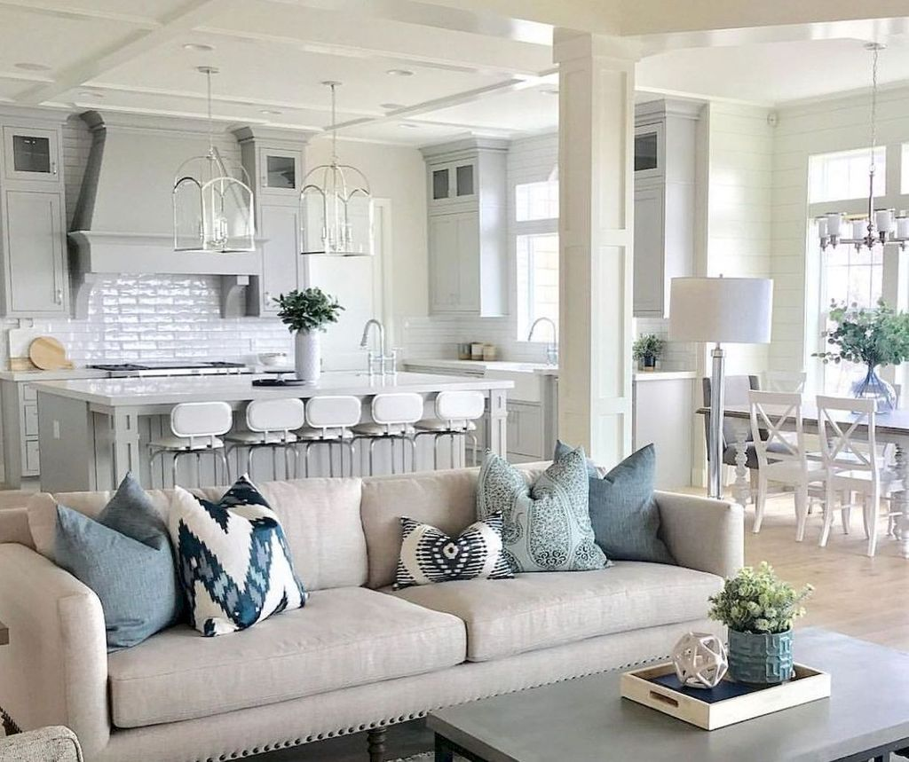 Inspiring Beachy Farmhouse Living Room Decor Ideas 10