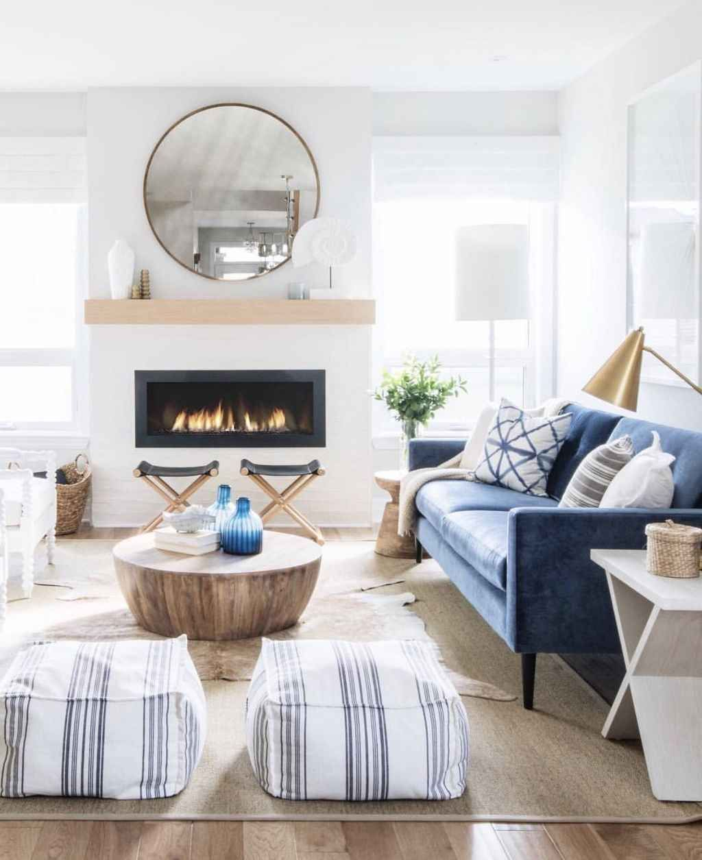 Inspiring Beachy Farmhouse Living Room Decor Ideas 11