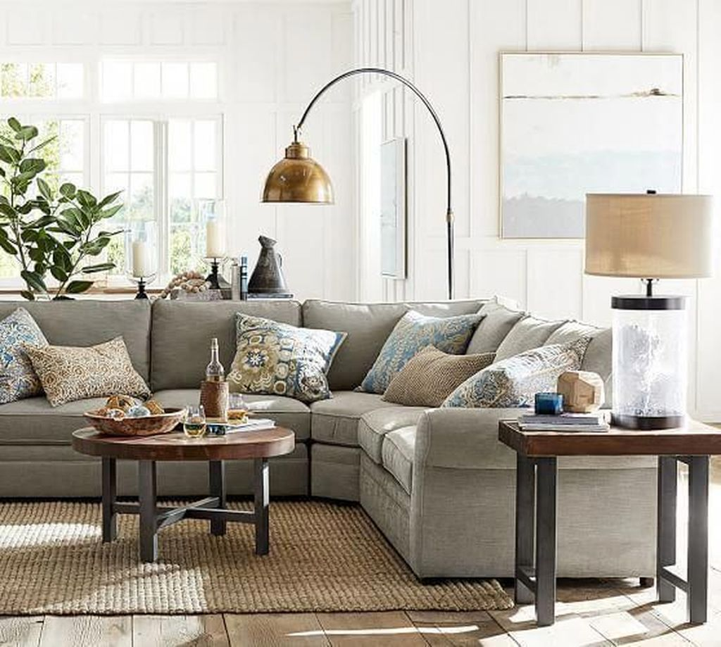 Inspiring Beachy Farmhouse Living Room Decor Ideas 14