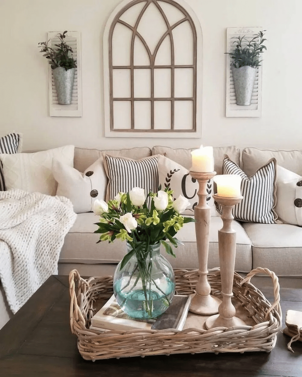 Inspiring Beachy Farmhouse Living Room Decor Ideas 21