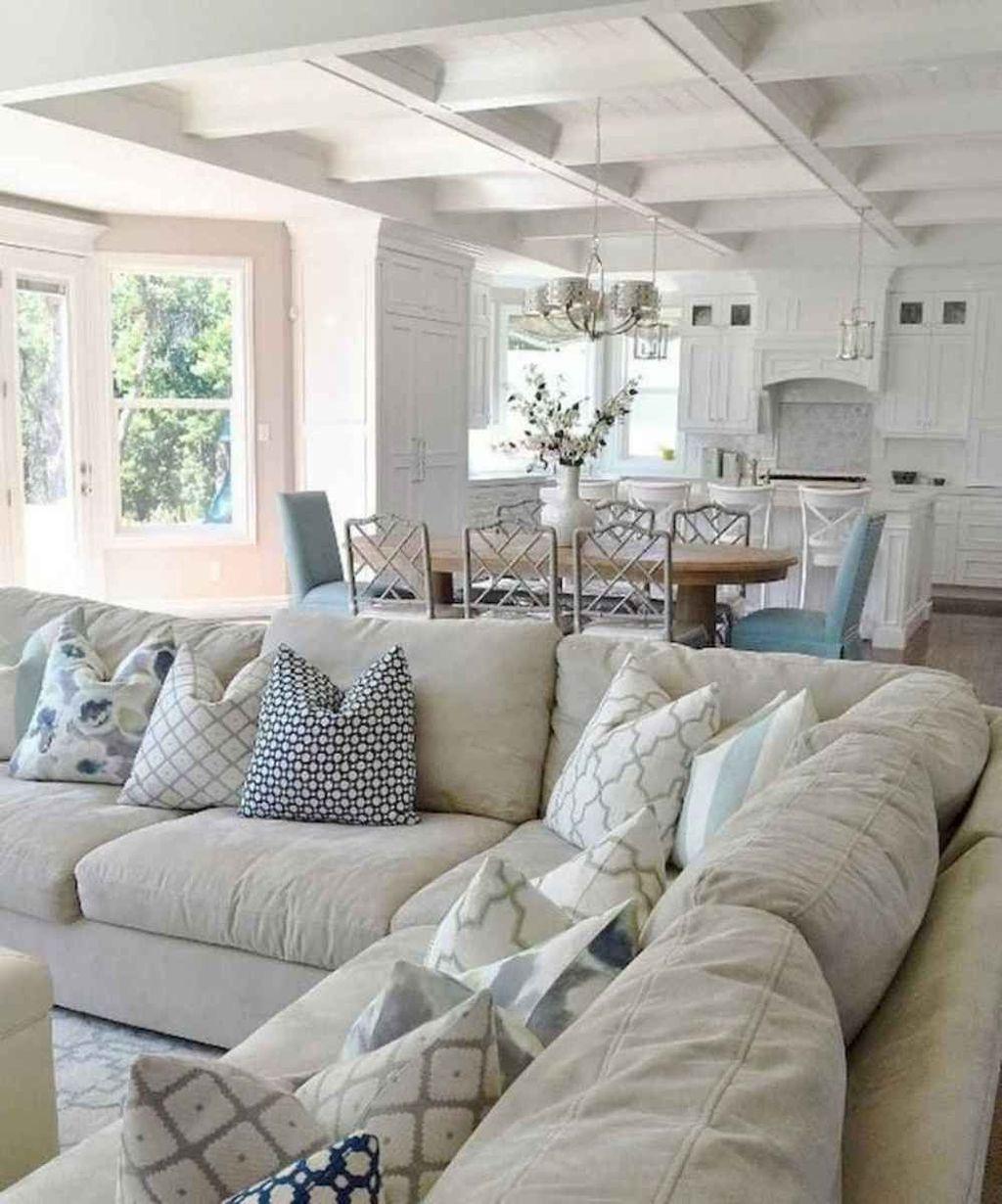 Inspiring Beachy Farmhouse Living Room Decor Ideas 25