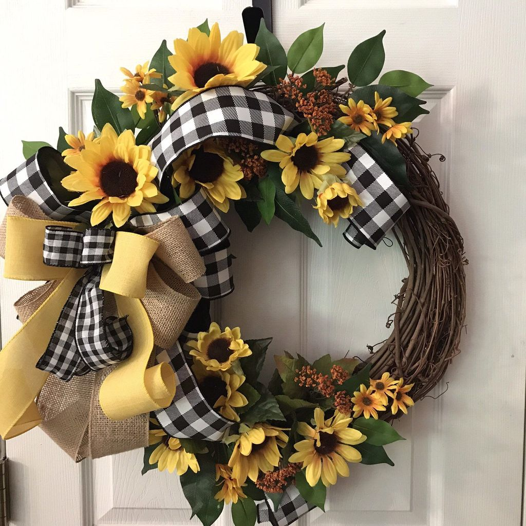 Inspiring Spring Door Wreaths For Your Home Decoration 26
