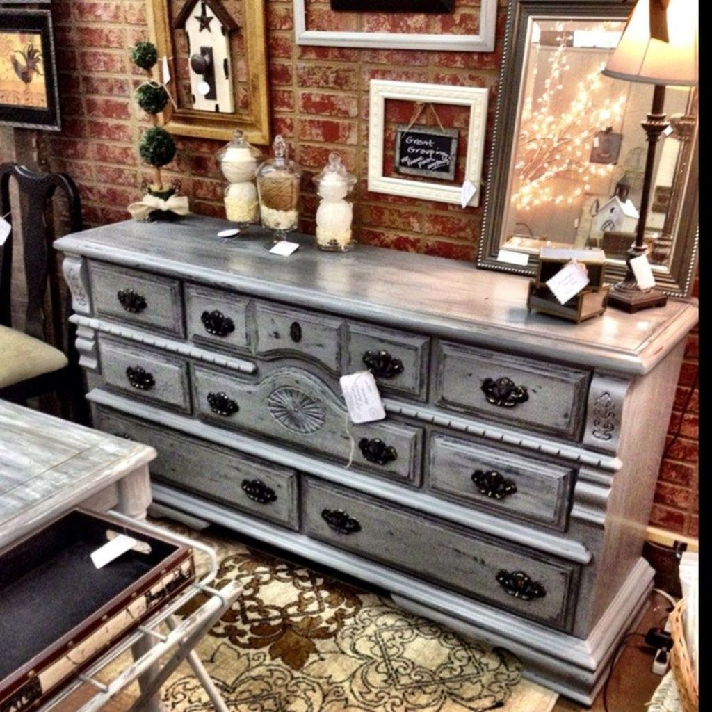 Popular Distressed Furniture Ideas To Get A Vintage Accent 20