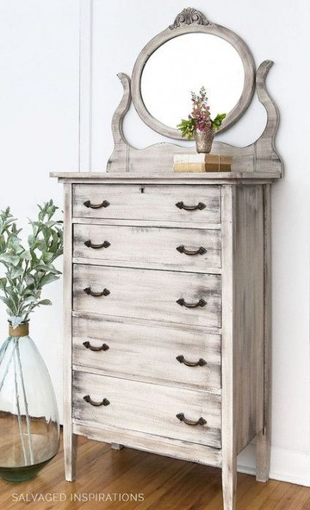 Popular Distressed Furniture Ideas To Get A Vintage Accent 26