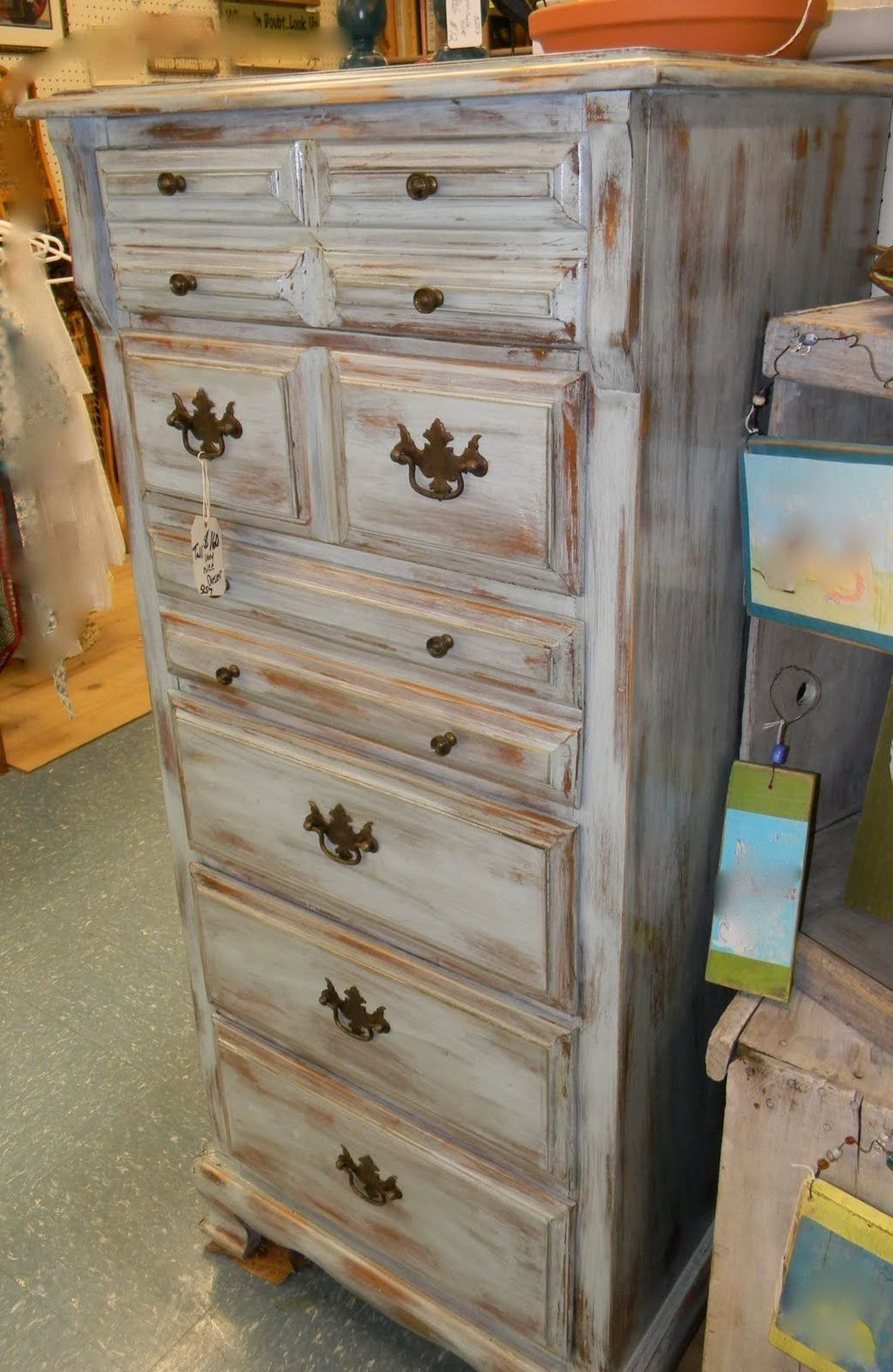 Popular Distressed Furniture Ideas To Get A Vintage Accent 36