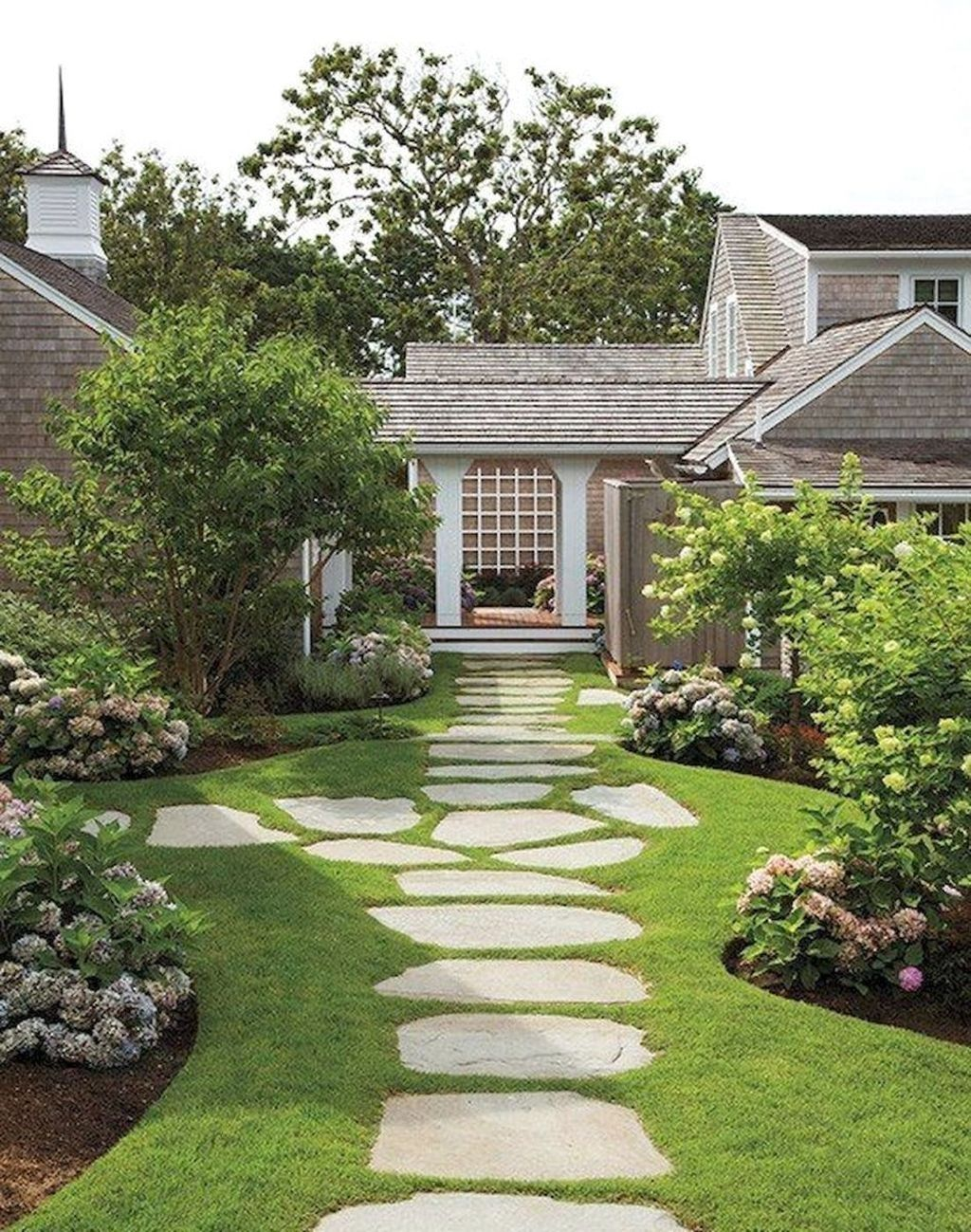 Stunning Stepping Stones Pathway Design Ideas 15