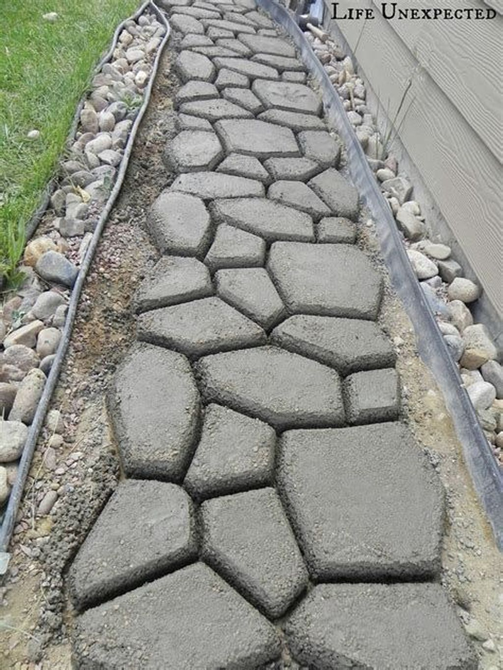 Stunning Stepping Stones Pathway Design Ideas 16