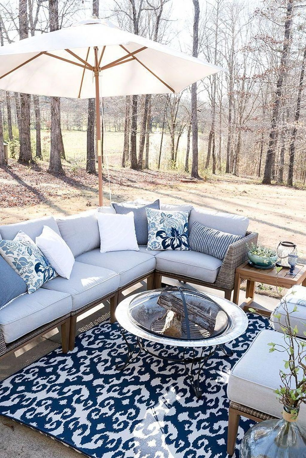 Admirable Cozy Patio Design Ideas To Relaxing On A Sunny Day 11
