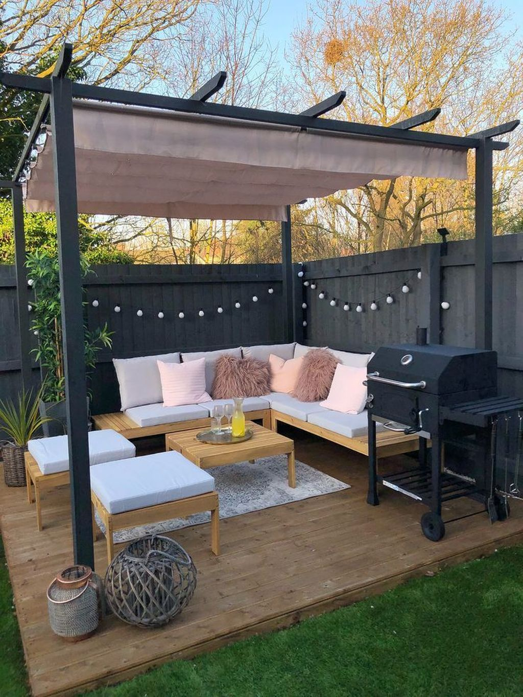 Admirable Cozy Patio Design Ideas To Relaxing On A Sunny Day 29
