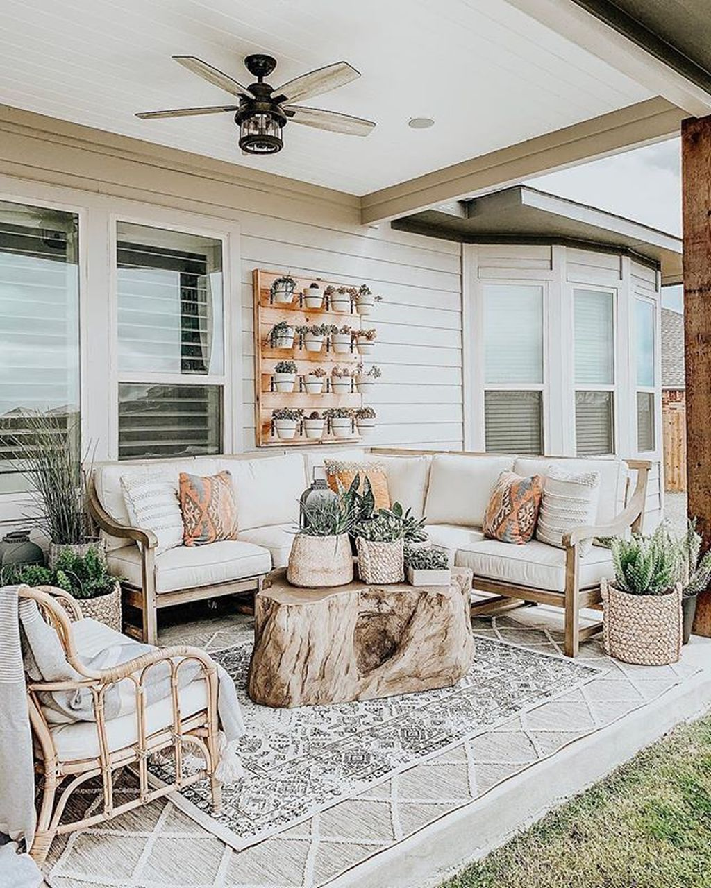 Admirable Cozy Patio Design Ideas To Relaxing On A Sunny Day 31