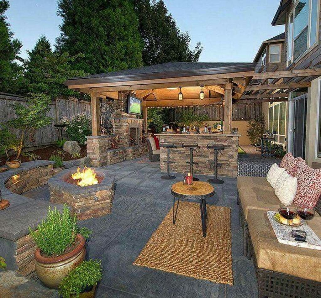 Admirable Cozy Patio Design Ideas To Relaxing On A Sunny Day 32